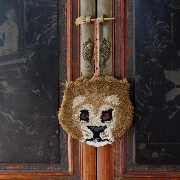 Leeuw hanger