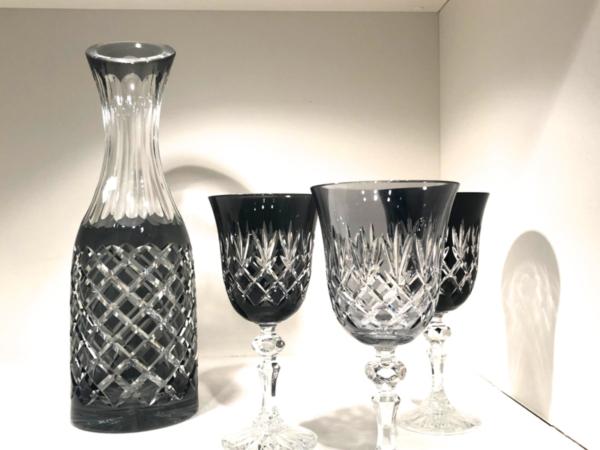 Dark grey glas