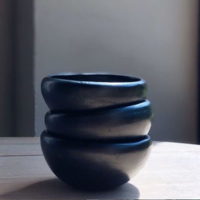 Black Pottery kommen